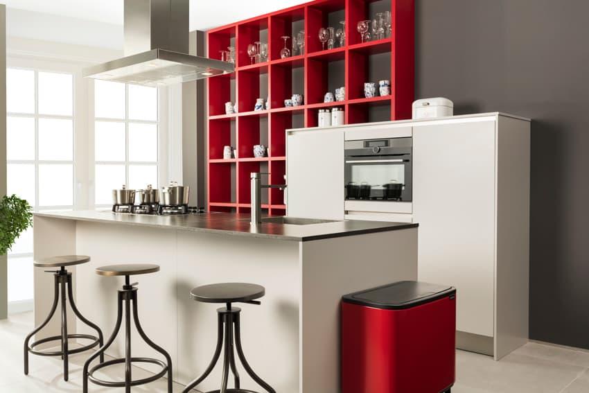 Keuken met open opbergkast