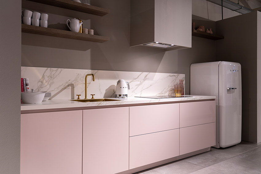 Roze keukendeurtjes