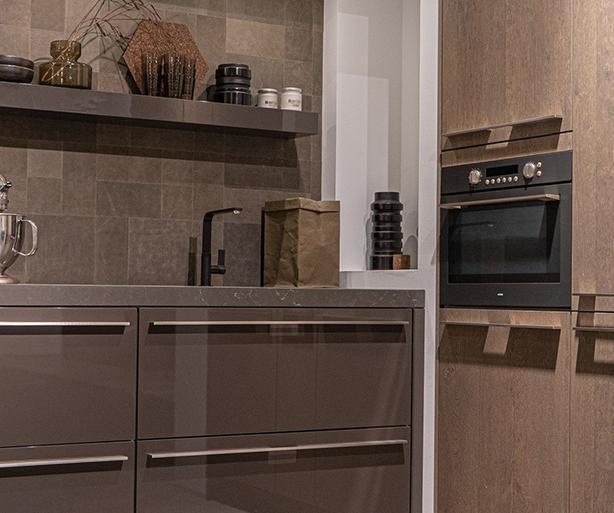 Moderne keuken met granieten werkblad