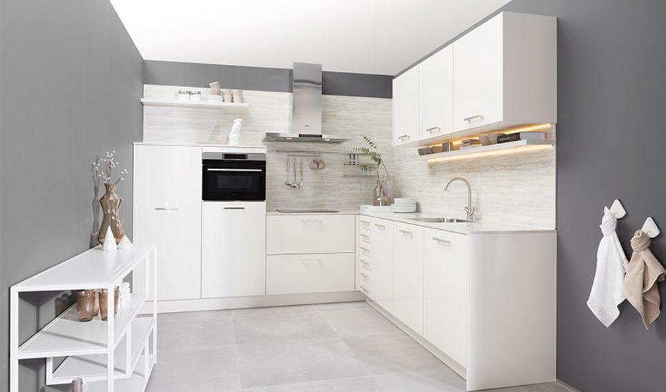 Moderne glanzend witte hoekkeuken tulp keukens
