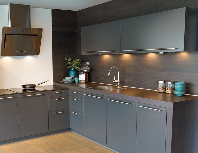 Keuken met massief houten aanrechtblad
