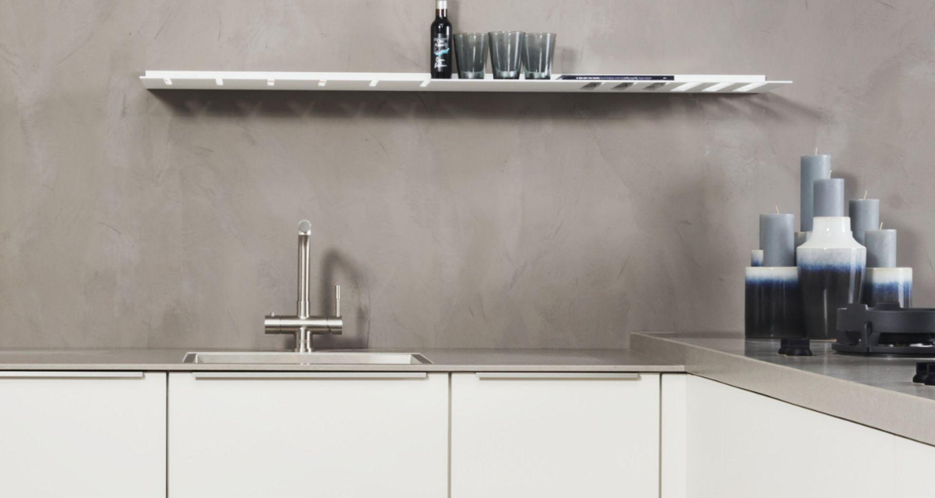keuken grijze muur
