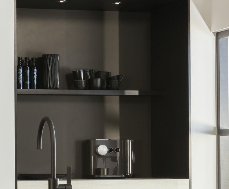 Glanzend lava nis in de keuken