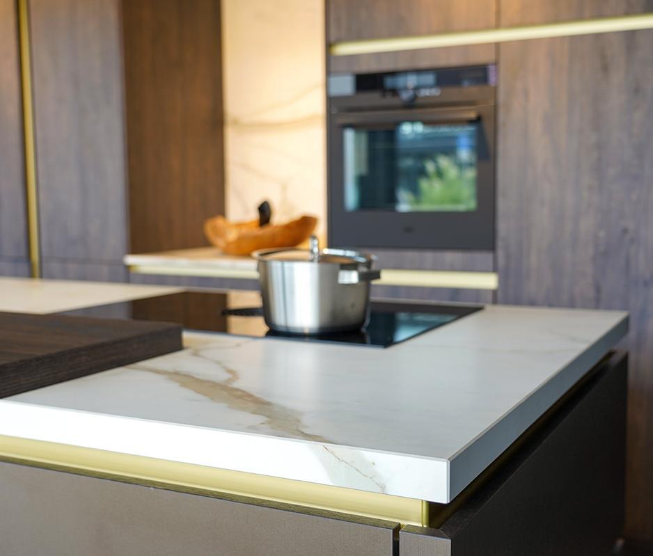 Keuken met dun keramisch keukenblad