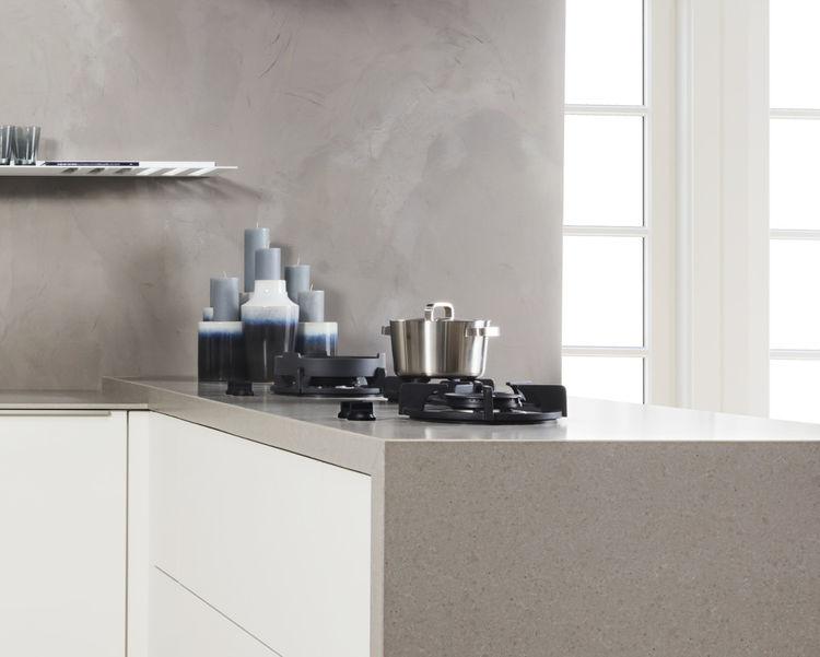 grijze keuken met kleur