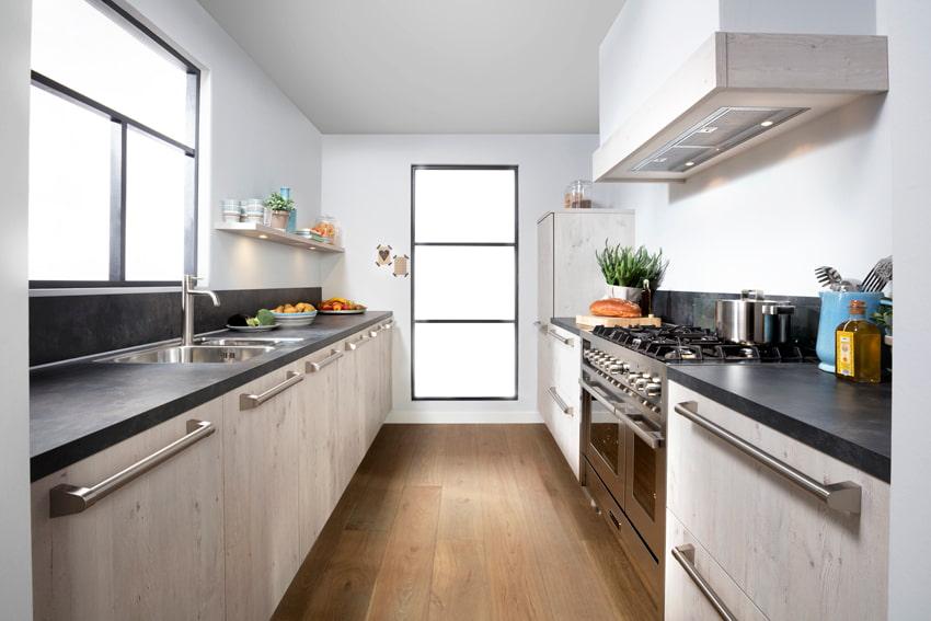 Houten keuken parallel opstelling