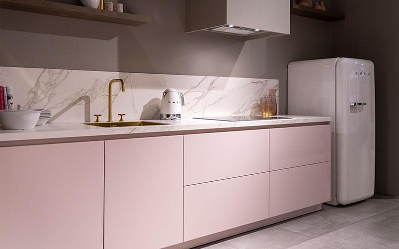 Roze keukenkasten